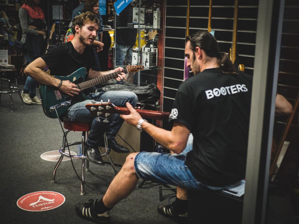 Kytara od Vivian Guitars foto: Jan Nožička