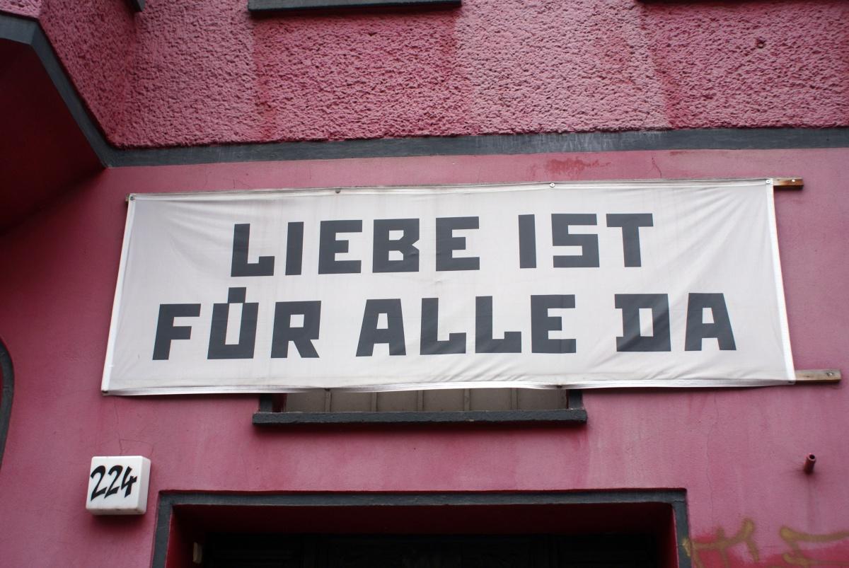"""Lieber is für alle da"" od Marca Wathieu licencována pod CC BY 2.0."