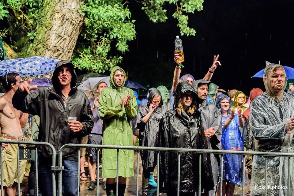 Fanoušci toho kvůli vám někdy vydrží hodně, važte si toho (Květy na Besedě, foto: http://koscik.photos/)