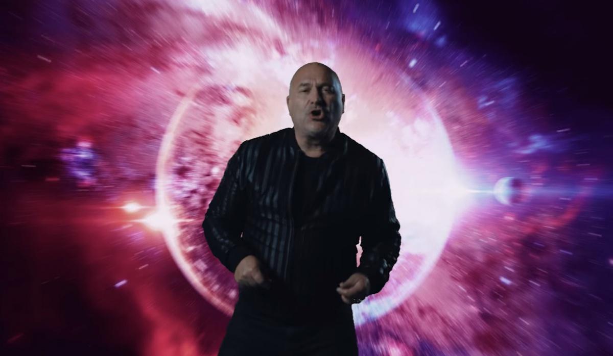 Michal David ve videu Už svítá, zdroj: YouTube