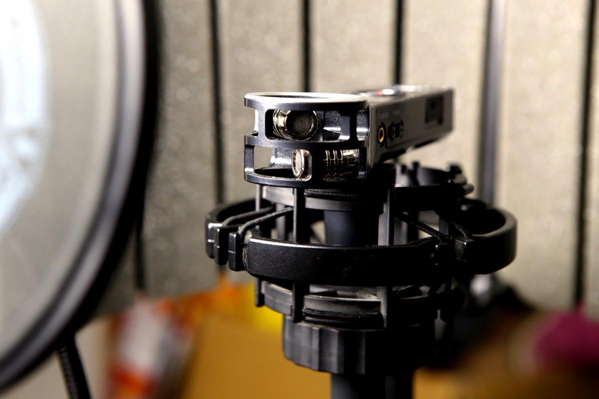 Horizontální poloha v odpruženém držáku (s paravanem a pop filtrem)