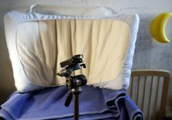 Přebalovací pult s matrací z dětské postele vytvoří paraván kolem rekordéru