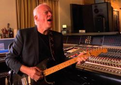 David Gilmour ve svém plovoucím studiu