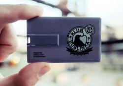 Klubová kartička je zároveň nosičem alba (foto: Richard Hodonický)